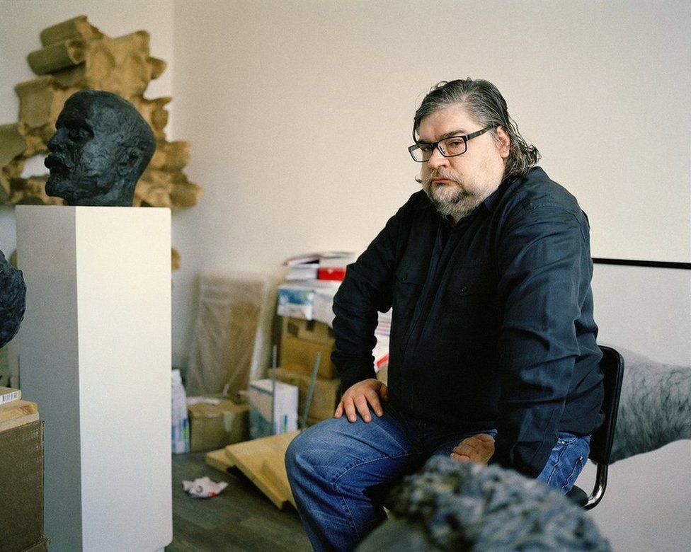 Anatoly Osmolovsky in his studio