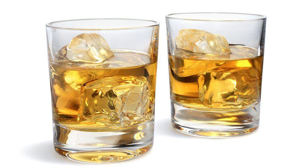 Por qué (según la ciencia) el whisky sabe mejor si lo mezclas con agua