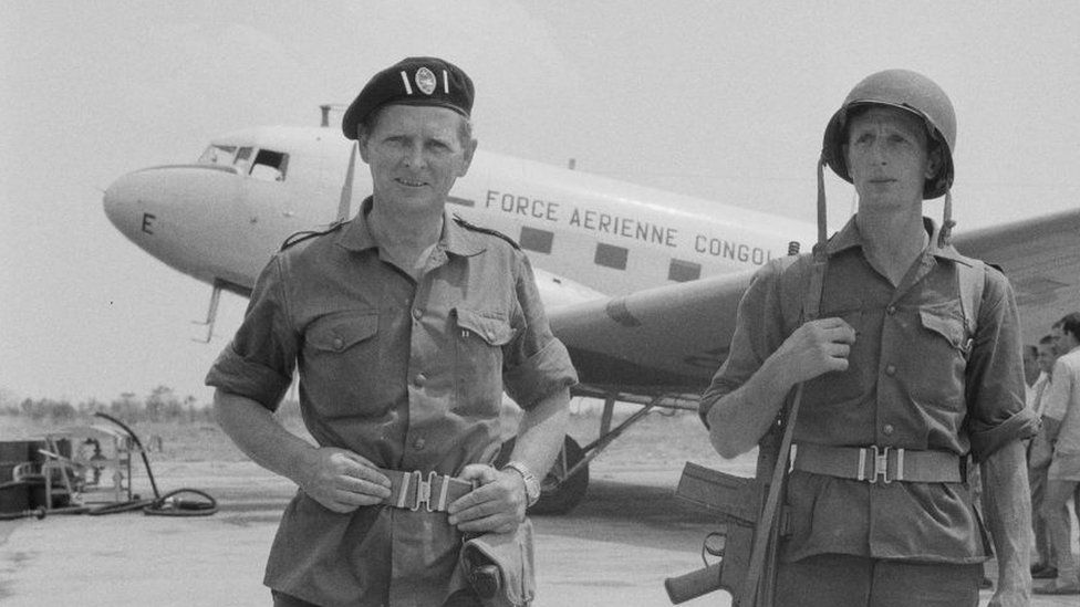Mike Hoare, left, with bodyguard Sergeant Donald Grant in 1964