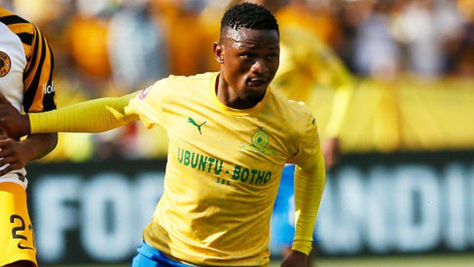 Motjeka Madisha: South Africa footballer dies in car crash - BBC News