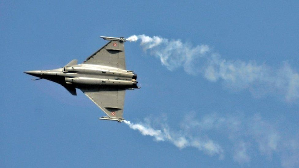 A Rafale fighter jet performs during the Aero India air show at Yelahanka air base in Bengaluru, India, February 18, 2015.