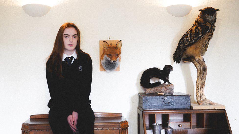 A adolescente cujo passatempo é empalhar animais atropelados
