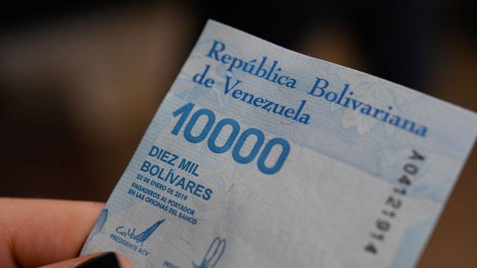 Crisis en Venezuela: la vertiginosa subida del costo de los productos en la Venezuela de la hiperinflación a un año de la nueva moneda