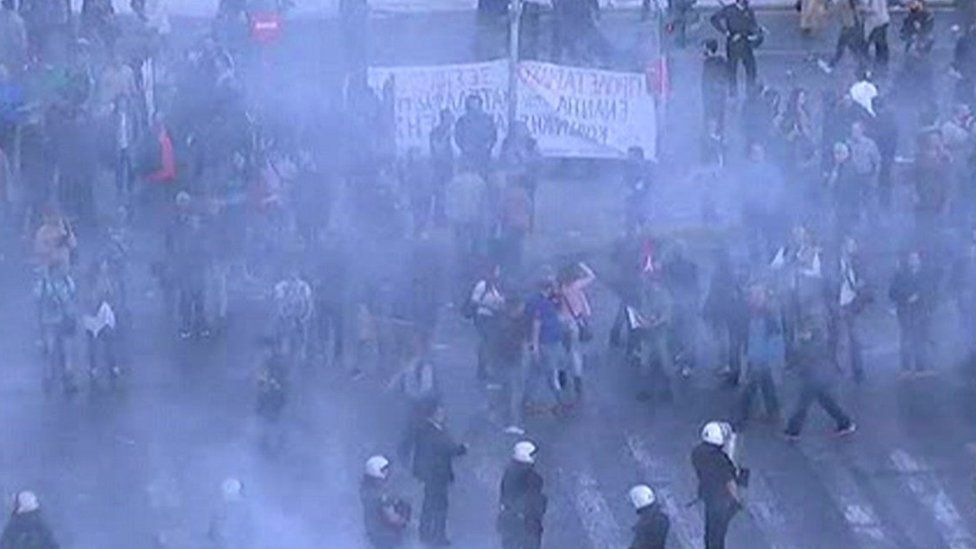 Tear gas at Sunday's protest in Athens (08 May 2016)