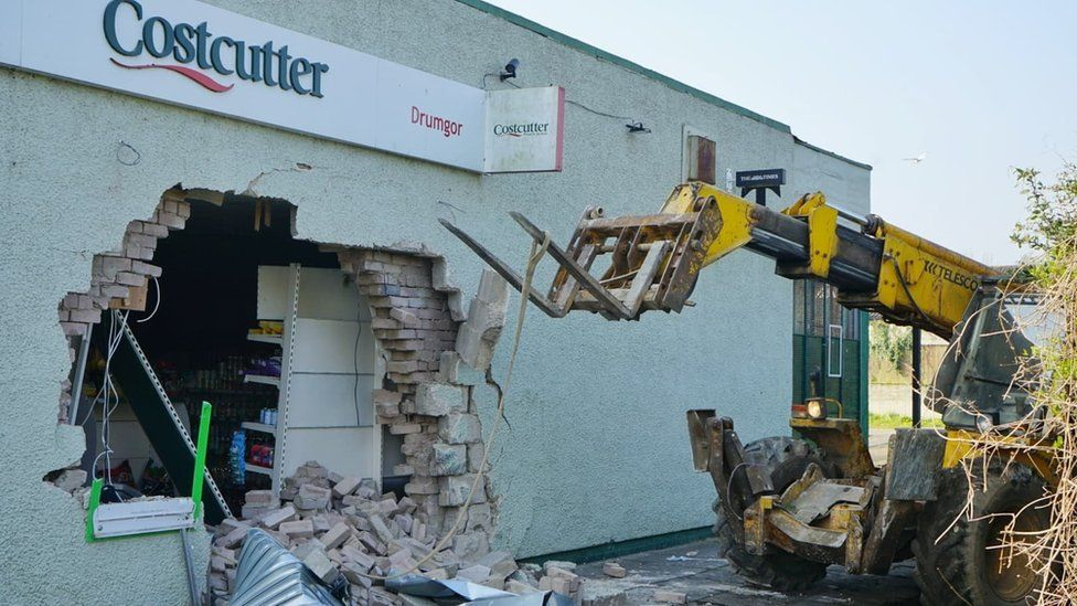 There was an attempted robbery of a cash machine at a Costcutter at Drumgor shops in Craigavon