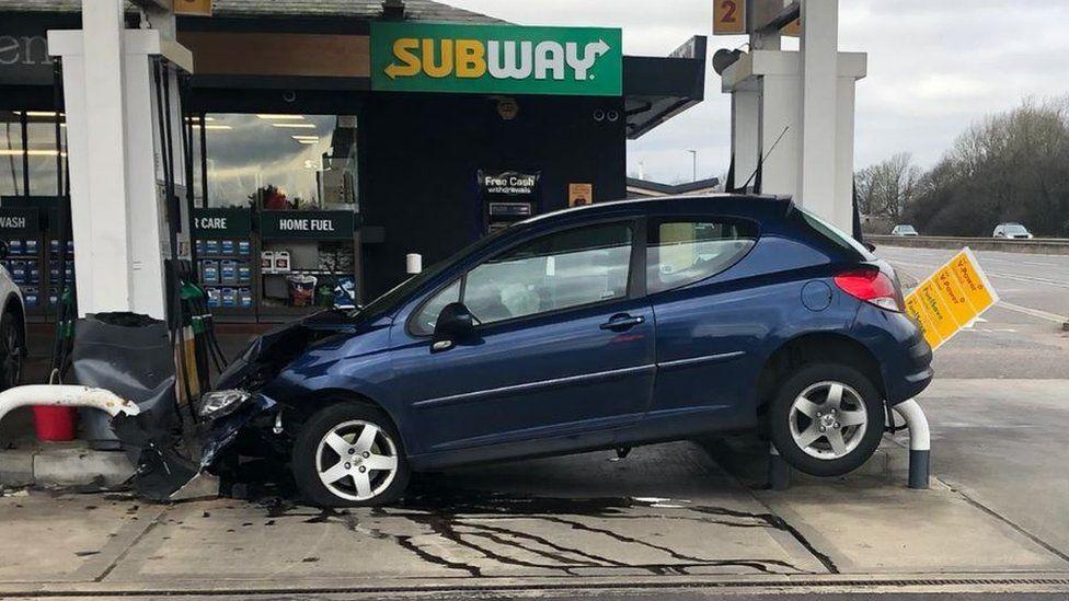 Crash car sandwiched at A1 Subway snack shop