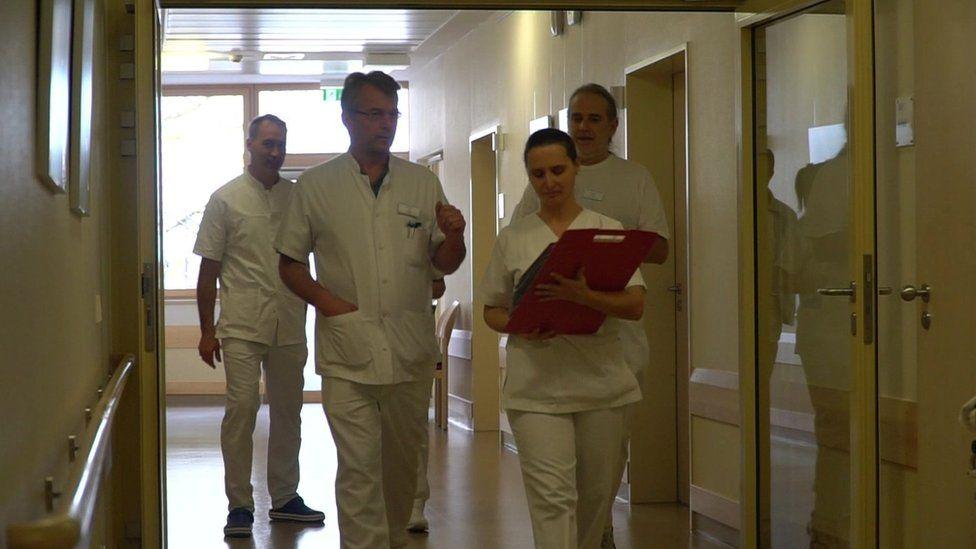 Doctors on ward round