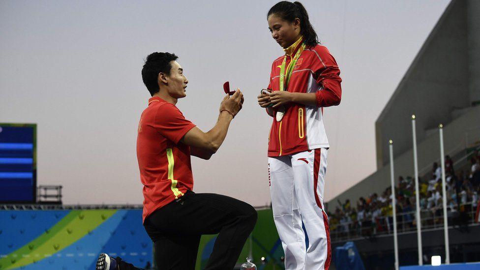 Qin Kai (L) proposes