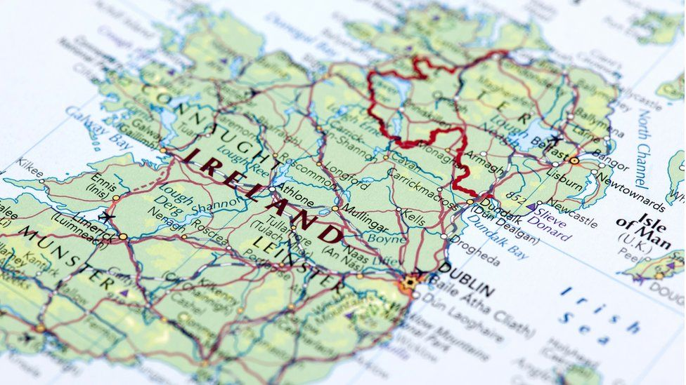 Map of Ireland with border drawn on