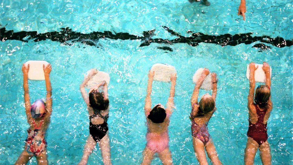 Children in a swimming lesson