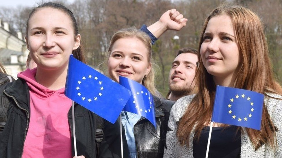 Ukrainian students hold EU flags during a rally on European Square in Kiev (06 April 2016)