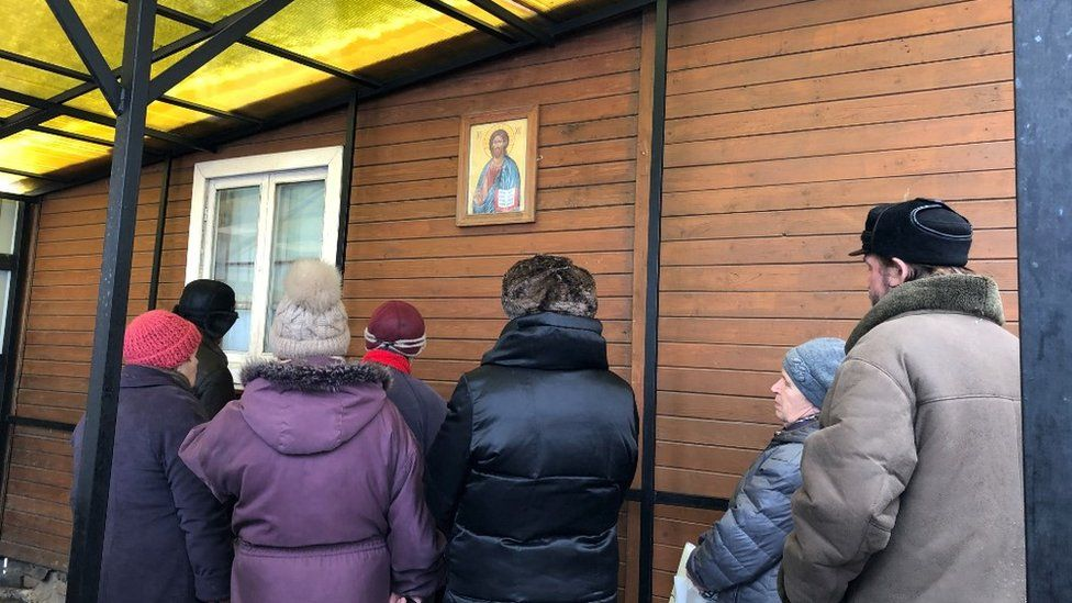 Pensioners queue for soup in Kolomna