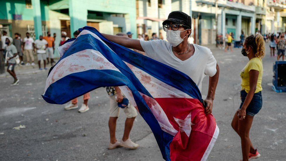 Cuba protests: Internet sheds light on anger - until it goes dark thumbnail