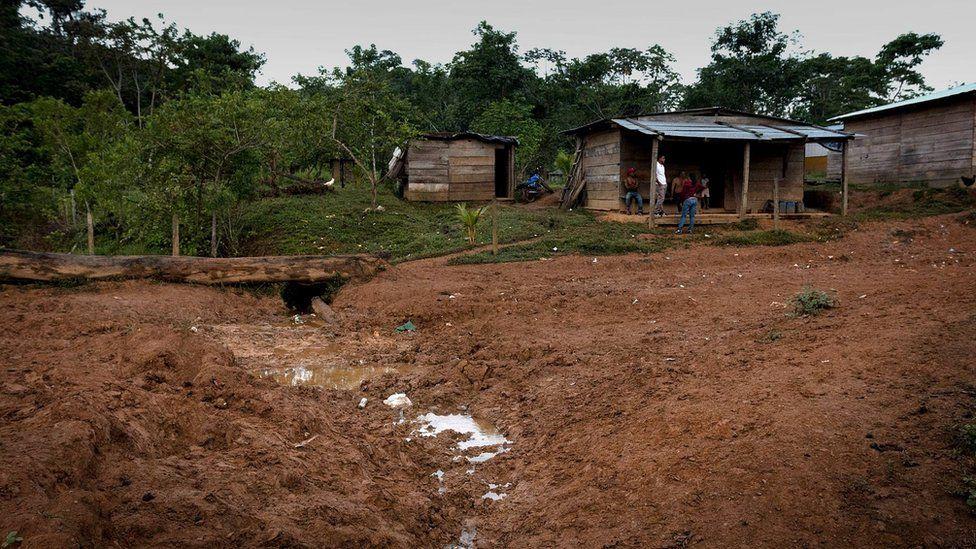 Casas en la carretera de Rosita a El Cortezal.