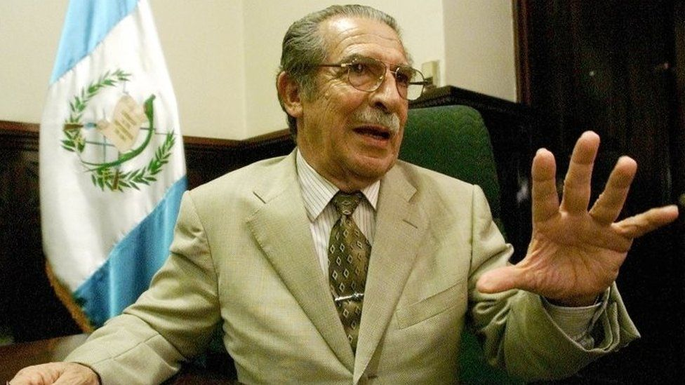 2002 Reuters photograph shows Montt mid-interview, speaking