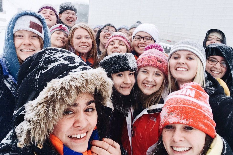 Students stranded in snow on Pennsylvania Turnpike - 23 January 2016