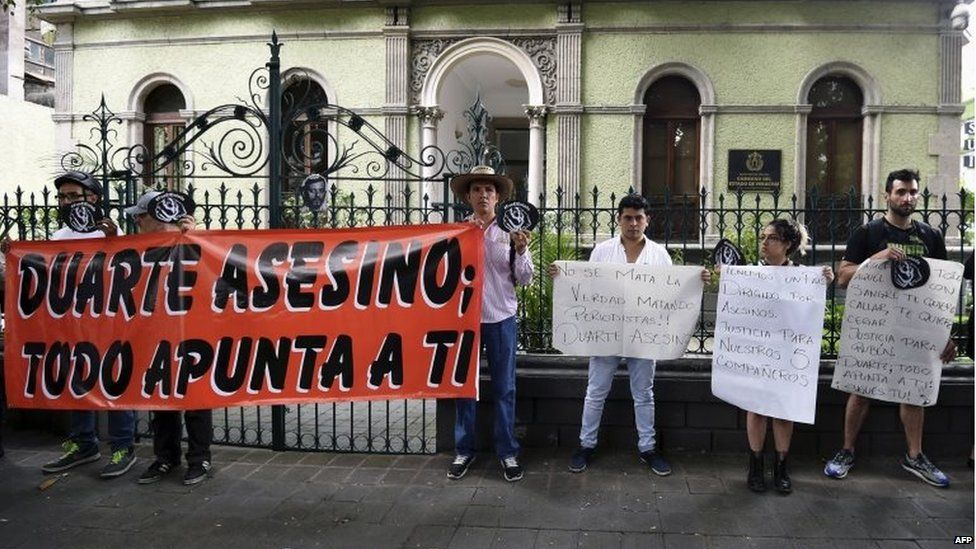 Members of the media and the civil society protest with banners against Veracruz governor Javier Duarte, demanding justice for the murder of photojournalist Ruben Espinosa, human rights activist Nadia Vera and three others, on 5 August, 2015.