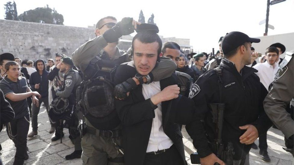 """Israeli border police scuffle with ultra-Orthodox Jews protesting against members of the """"Women of the Wall"""" feminist organization gathering inside the women's section of the Western Wall in Jerusalem's Old City, 8 March 2019"""