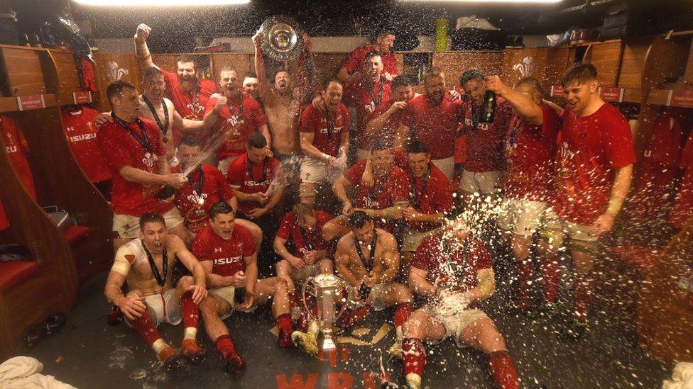 Wales team celebrate winning the Grand Slam