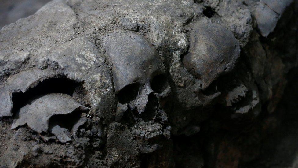 """Los inesperados hallazgos que la """"torre de los cráneos"""" devela sobre los antiguos rituales de los aztecas en México"""