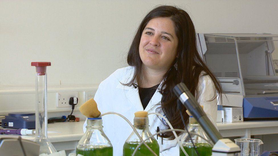 Dr Ania Escuero