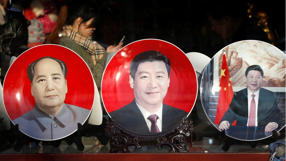 Souvenir plates bearing the images of China's President Xi Jinping and China's late Chairman Mao Zedong (L) are displayed at a shop near the Great Hall of the People where the National People in Beijing, China, 4 March 2015