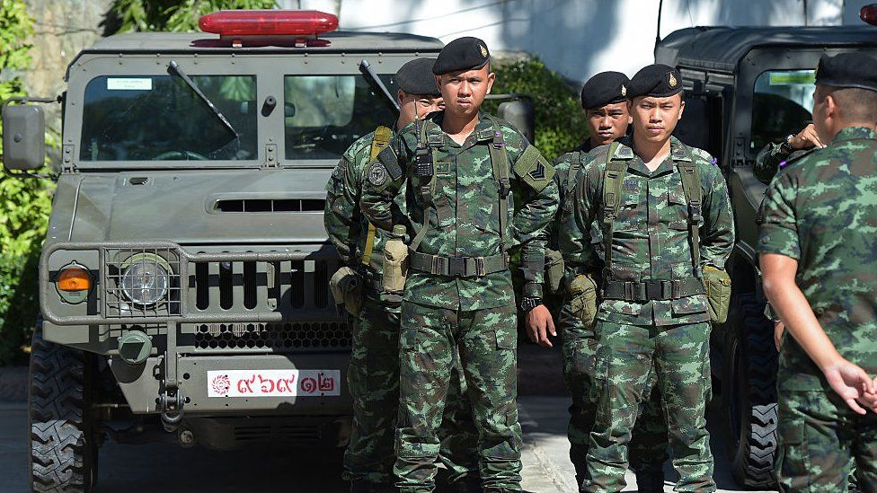 Thai soldiers stand guard ahead of National Reform Council (NRC) members voting for the draft of the new constitution at Parliament in Bangkok on September 6, 2015.