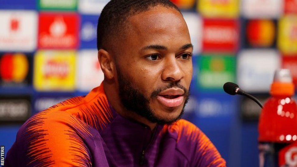 En Angleterre, comment le monde du football lutte-t-il contre le racisme sur les médias sociaux ?
