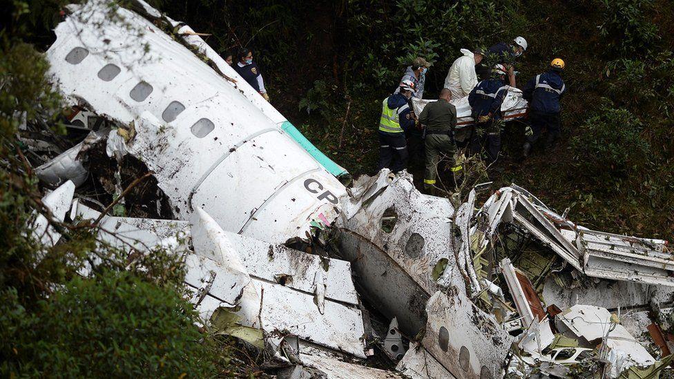 Por que especialistas acreditam que avião com Chapecoense caiu por falta de combustível
