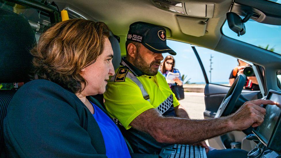 Mayor Ada Colau (L) with police, 4 Jun 18
