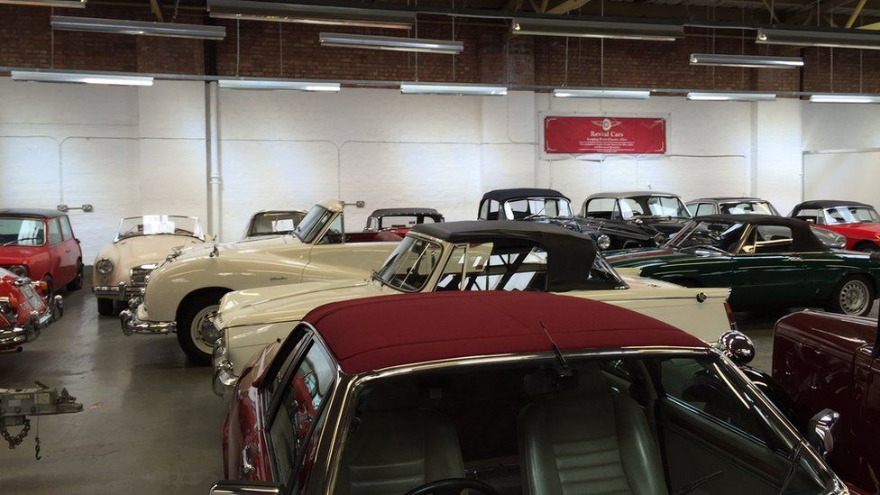 A Jaguar XJS, Jaguar mk2 , Austin Atlantic, Triumph Vitesse, MGA, Morris Minor and Morgan.
