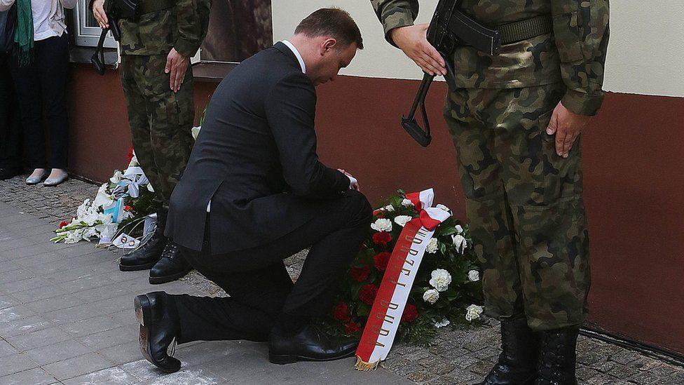 President Duda lays a wreath at 7 Planty Street