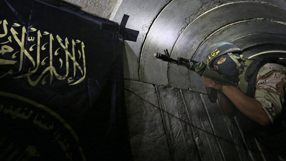A Palestinian militant from the Islamic Jihad's armed wing standing in a tunnel (3 March 2015)