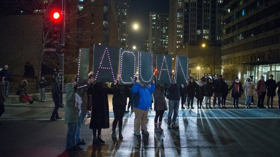 Chicago protesters with Laquan McDonald's name on a sign