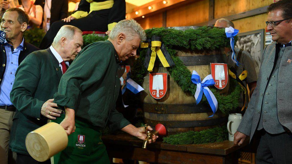 Munich mayor Dieter Reiter prepares to tap the first barrel of beer
