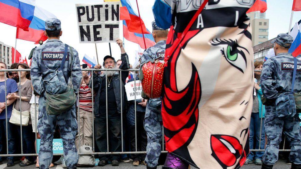 Дайджест: Любовь не хочет уходить, Кремль дает указания Италии и воздушный налет на Британию