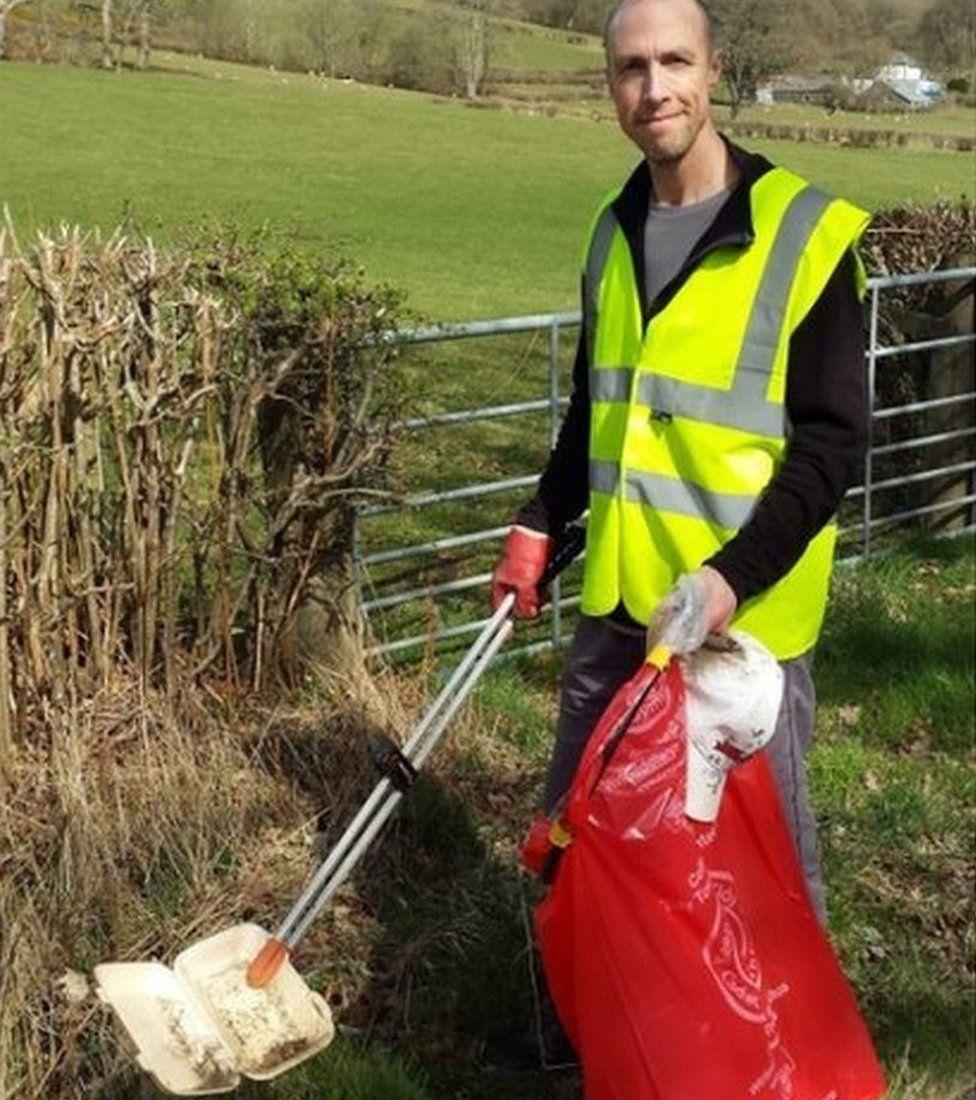 Dave Pugh picking litter in Newbridge-on-Wye