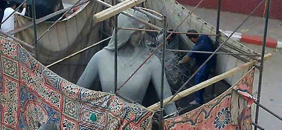 The Mother of the Martyr sculpture, depicting a slender peasant woman, a traditional artistic representation of Egypt, has caused controversy in Sohag, Egypt