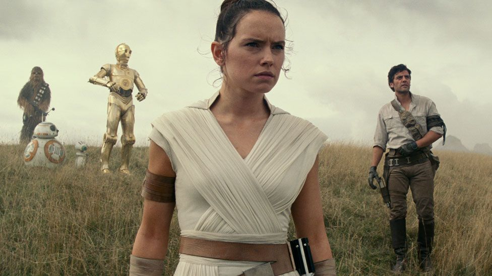 Daisy Ridley and Oscar Isaac in Star Wars: The Rise of Skywalker