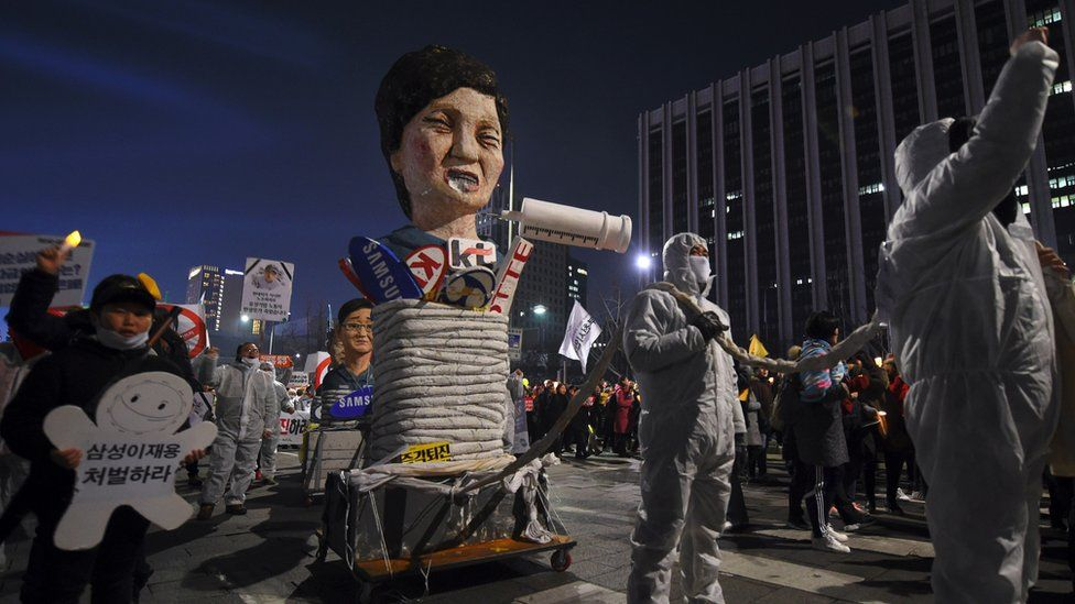 Protesters carry an effigy of South Korea's President Park Geun-hye during a march demanding her resignation in Seoul, 7 January 2017