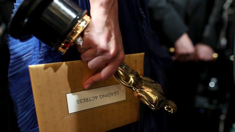 Oscar and envelope