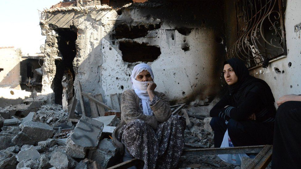Women in ruins of Cizre, 2 Mar 16