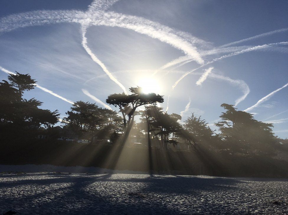 Sun beams and plane trails