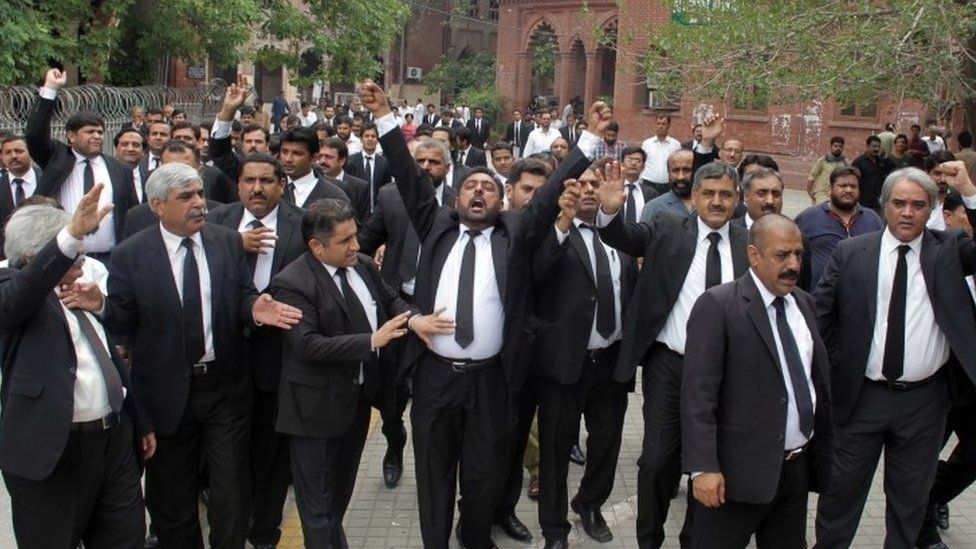 Lawyers protesting in Lahore
