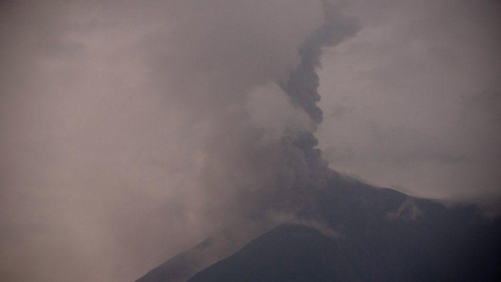 Новое извержение вулкана Фуэго в Гватемале застало людей врасплох