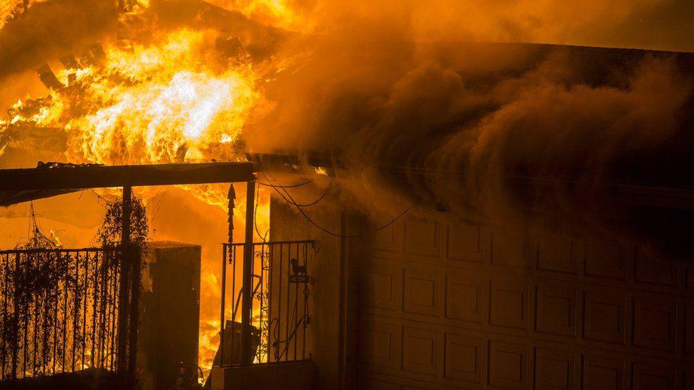 A house on fire in Malibu, 9 November 2018