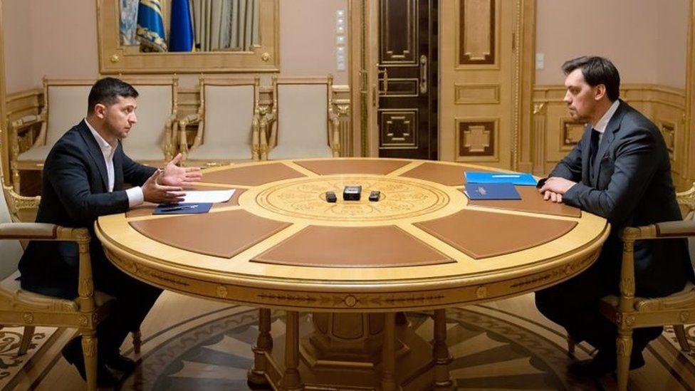 Ukrainian President Volodymyr Zelensky (left) meets Prime Minister Oleksiy Honcharuk in Kyiv. Photo: 17 January 2020