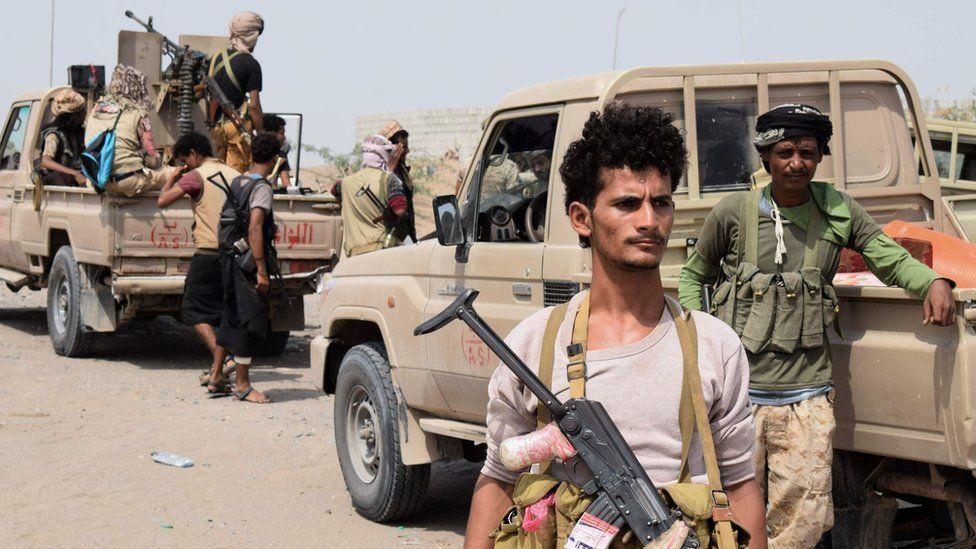 Yemeni pro-government fighters advance towards the rebel-held port city of Hudaydah (6 November 2018)