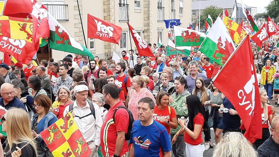Thousands march for Welsh independence in Caernarfon
