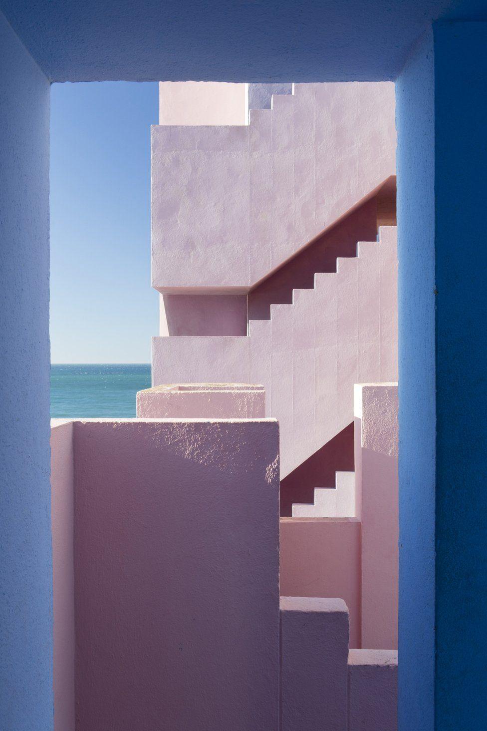 """""""Muralla Roja"""" de Agnese Sanvito, Calpe, España."""